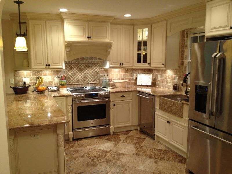 i like the kitchen layout and colour
