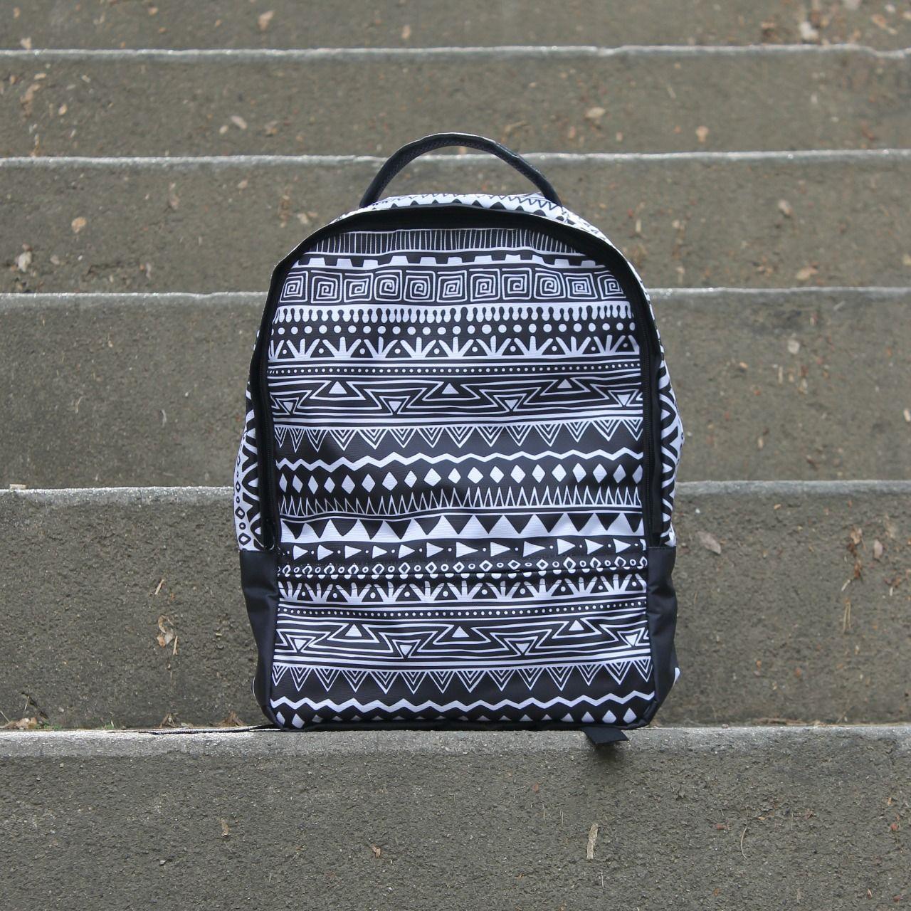 Morral étnico blanco y negro  Marca FULANO Bags, Morrales, mochilas, backpack, maletines.