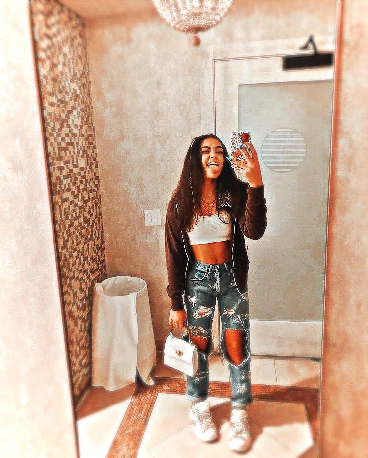 Avani Gregg Ultralight Edit Girl Photo Poses Bad Girl Aesthetic Aesthetic Pictures