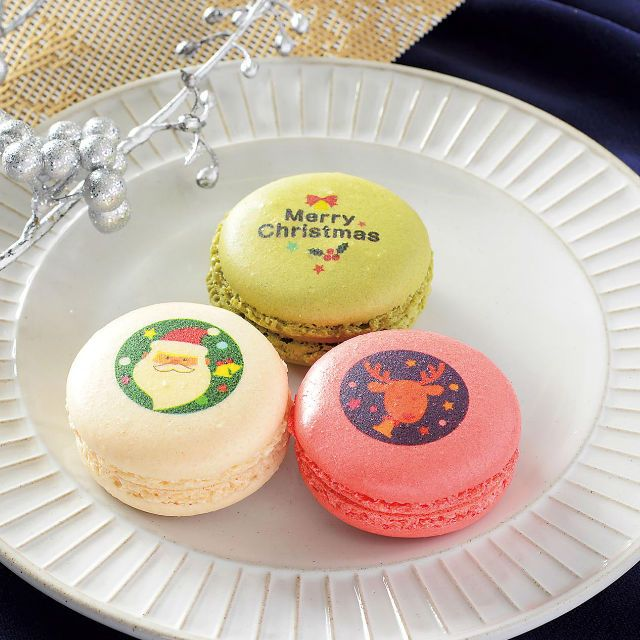 数量限定の「クリスマス マカロン 3個入」が登場です♪3種類のマカロンに描かれたイラストが可愛いくて、食べるのがもったいないです(^^)  http://lawson.eng.mg/6e538