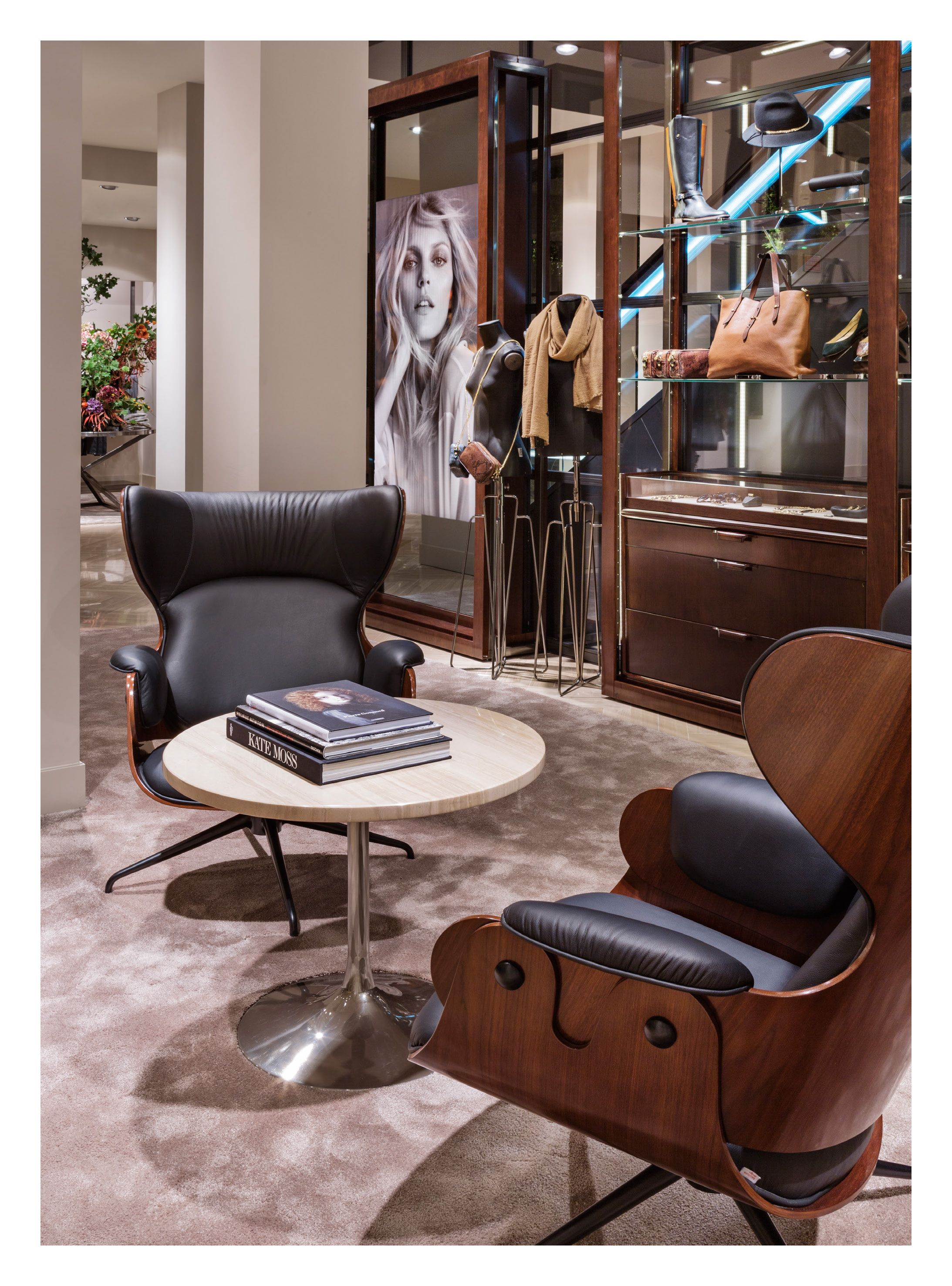 Massimo Dutti Flagship Store Serrano 48 Madrid Ground Floor Women S Collection Diseño Interior De Tienda Interiores De Tienda Decoracion De Interiores