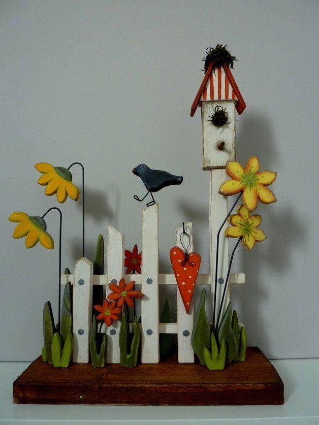 - Gartenzaun-Idylle für drinnen -**Herstellungsart**  entworfen, gesägt, geschliffen, bemalt, montiert, dekoriert **Verwendete Materialien** Massives Rauholz, Leimholz, Pappelsperrholz in...