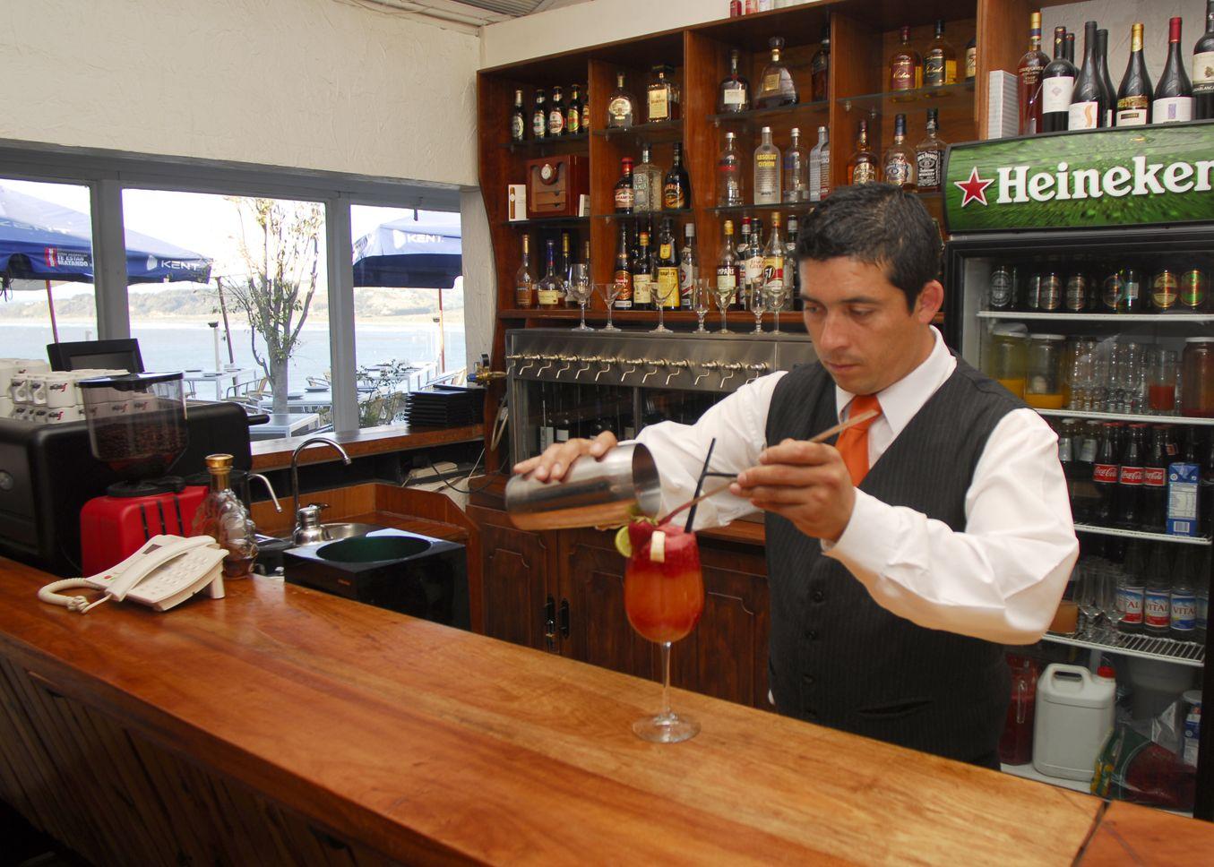 Nuestro Barman en @Santabrasa Chile Concón