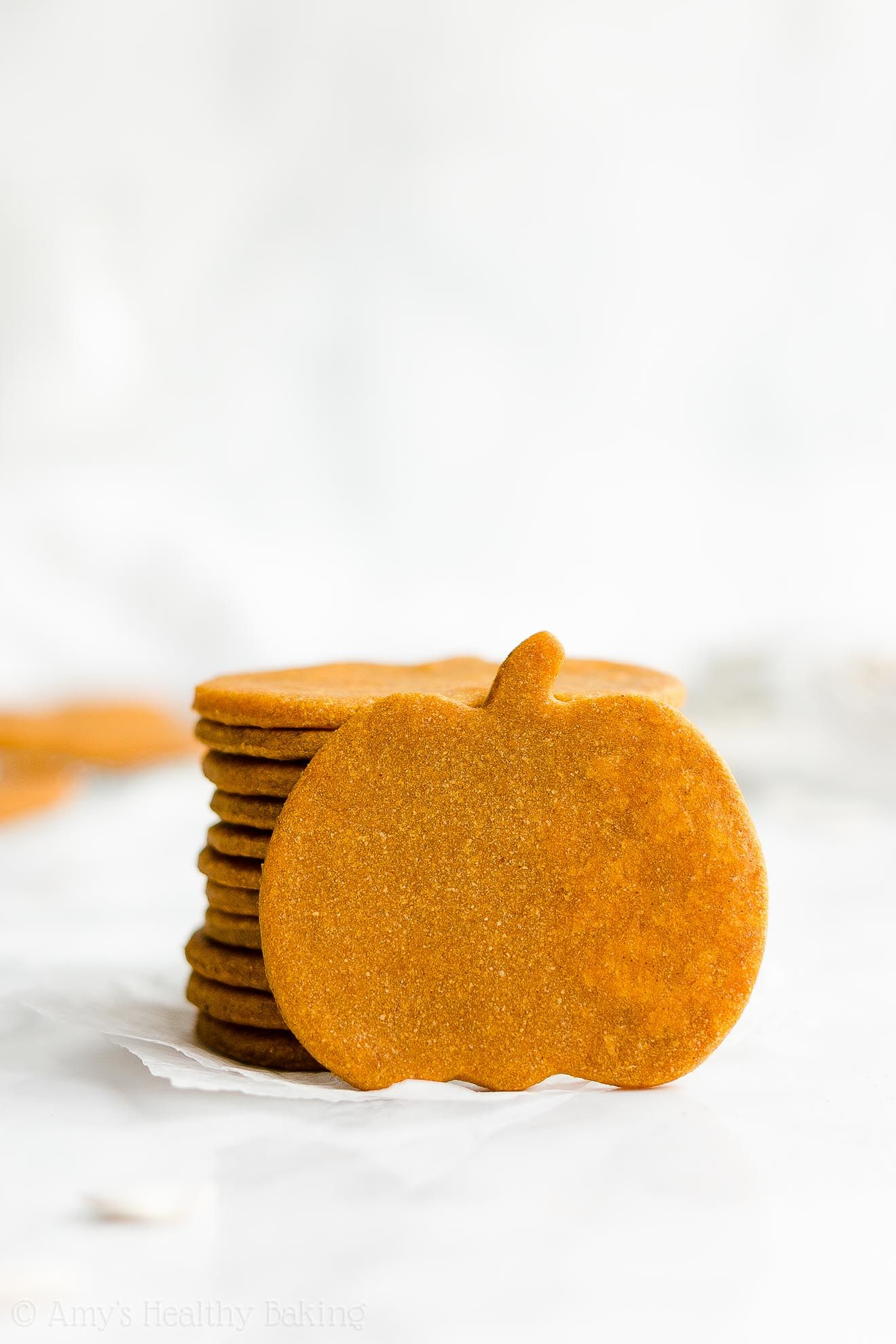 Healthy Pumpkin Sugar Cookies – only 60 calories & they taste like pumpkin pie! The BEST pumpkin sugar cookies I've ever had! ♡ easy clean eating vegan cutout pumpkin sugar cookies recipe. cute pumpkin sugar cookies for halloween or thanksgiving. simple low calorie pumpkin sugar cookies. #cinnamonsugarcookies