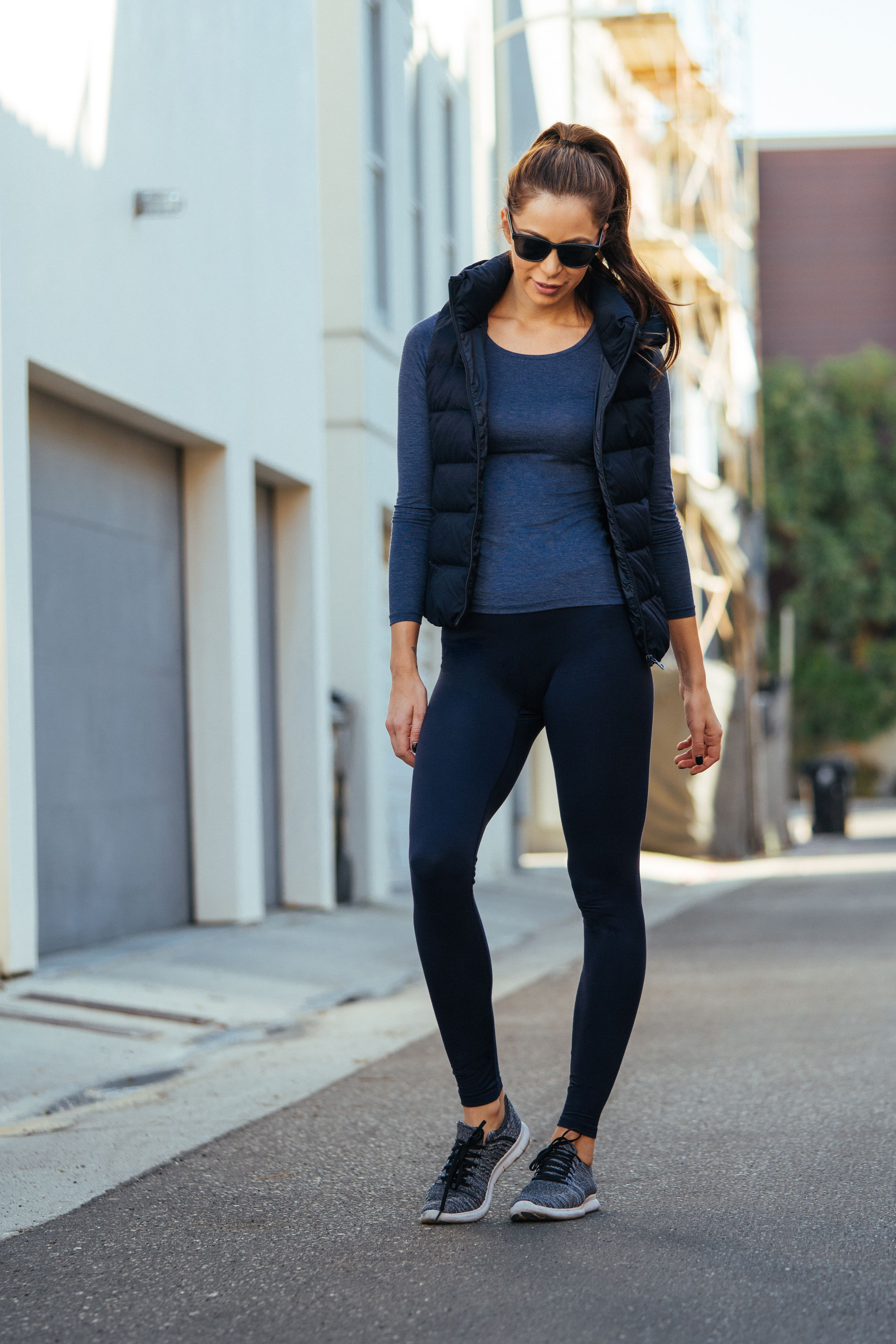 Women Heattech Extra Warm Leggings Sporty Outfits Clothes For Women Clothes [ 4000 x 2667 Pixel ]