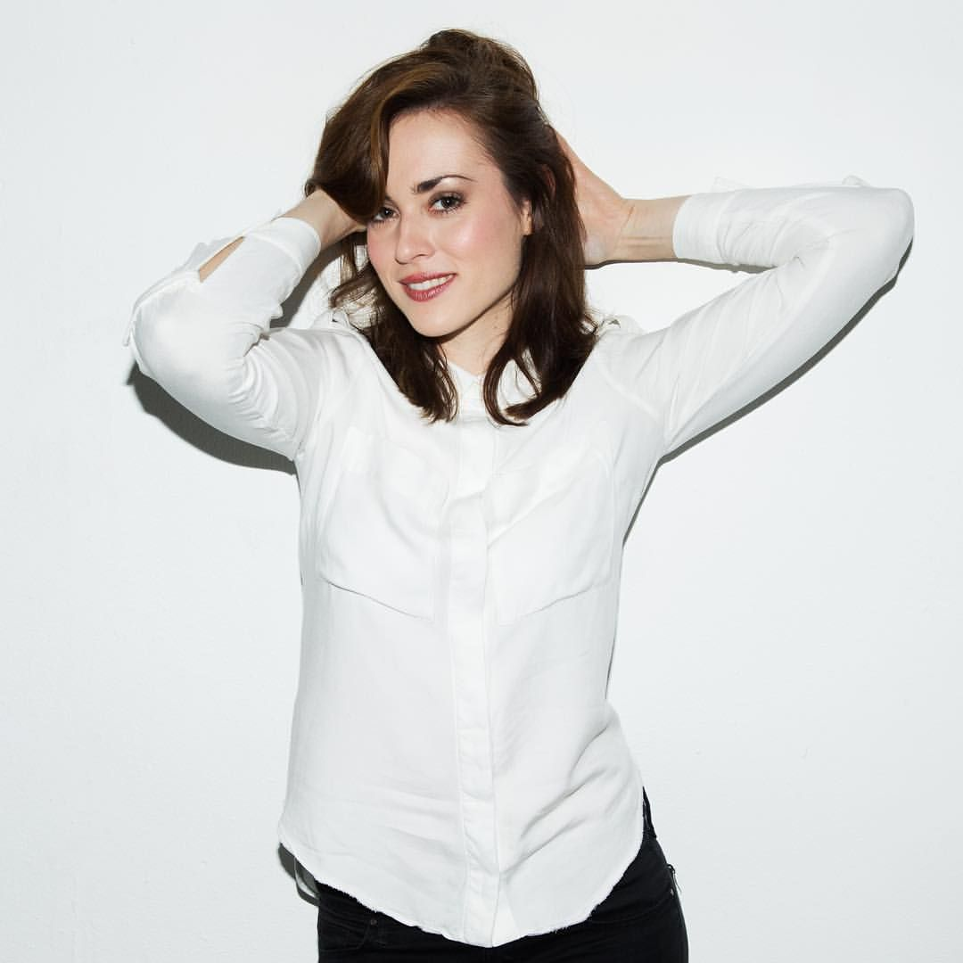 Love these candid shots hahaha | Rose and rosie | Pinterest | Candid ...