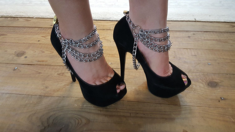 bdsm-shoe-locks