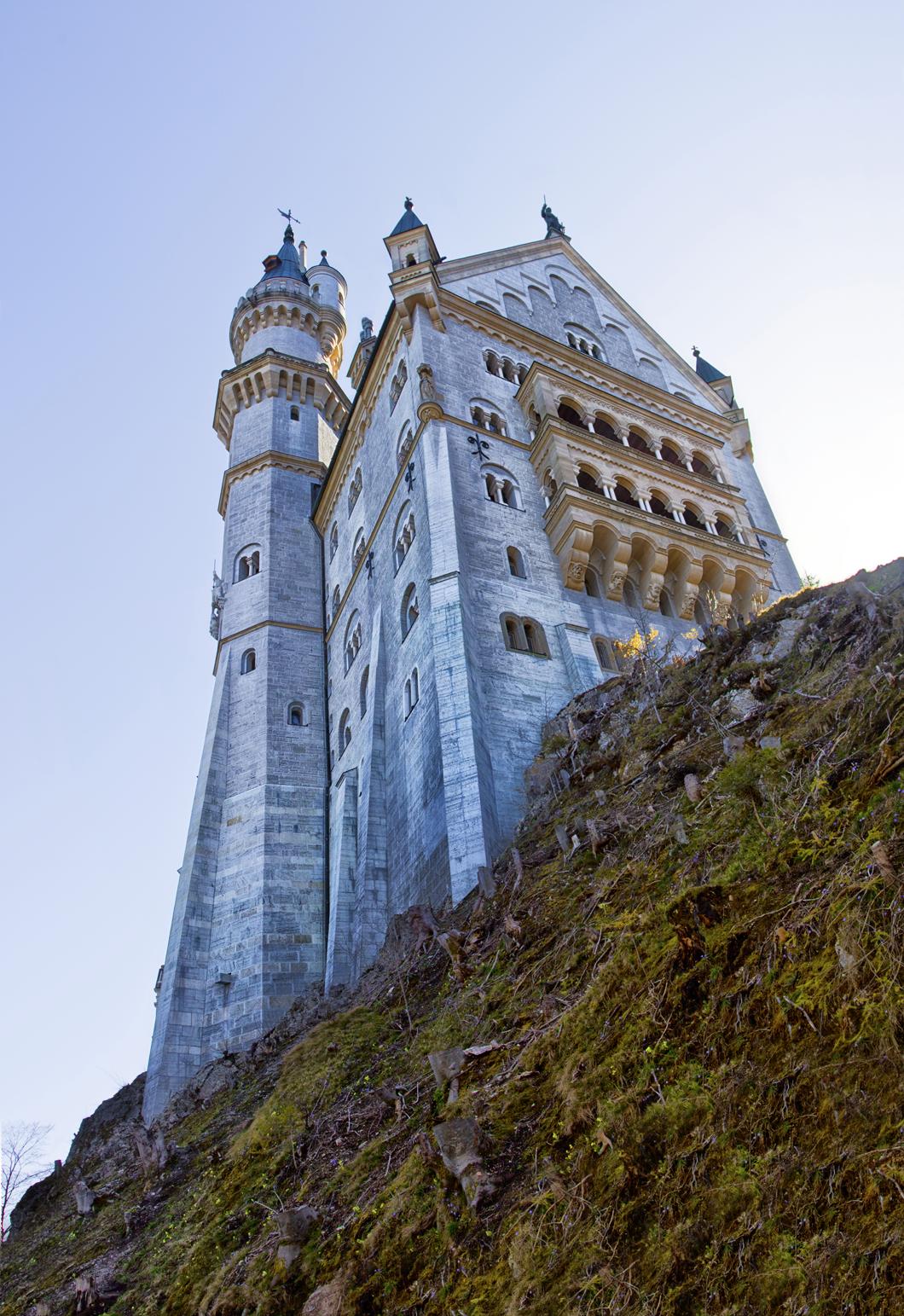 Schloss Neuschwanstein Bayern In 2020 Neuschwanstein Castle Beautiful Castles Medieval Castle