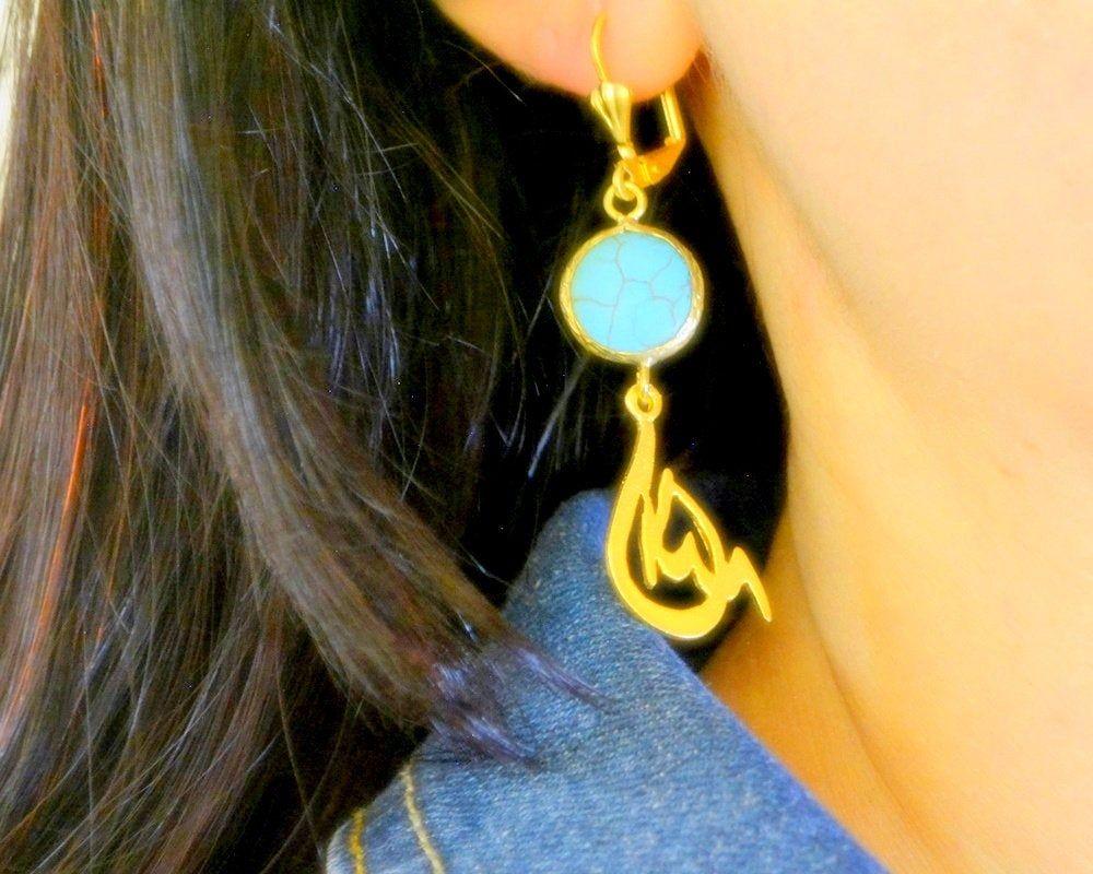 Photo of Allah blaue goldene Ohrringe, arabische Buchstabenohrringe, muslimische Kalligraphie-Ohrringe, Koran-Ohrringe, Bijouterie im Nahen Osten, muslimischer Gottschmuck