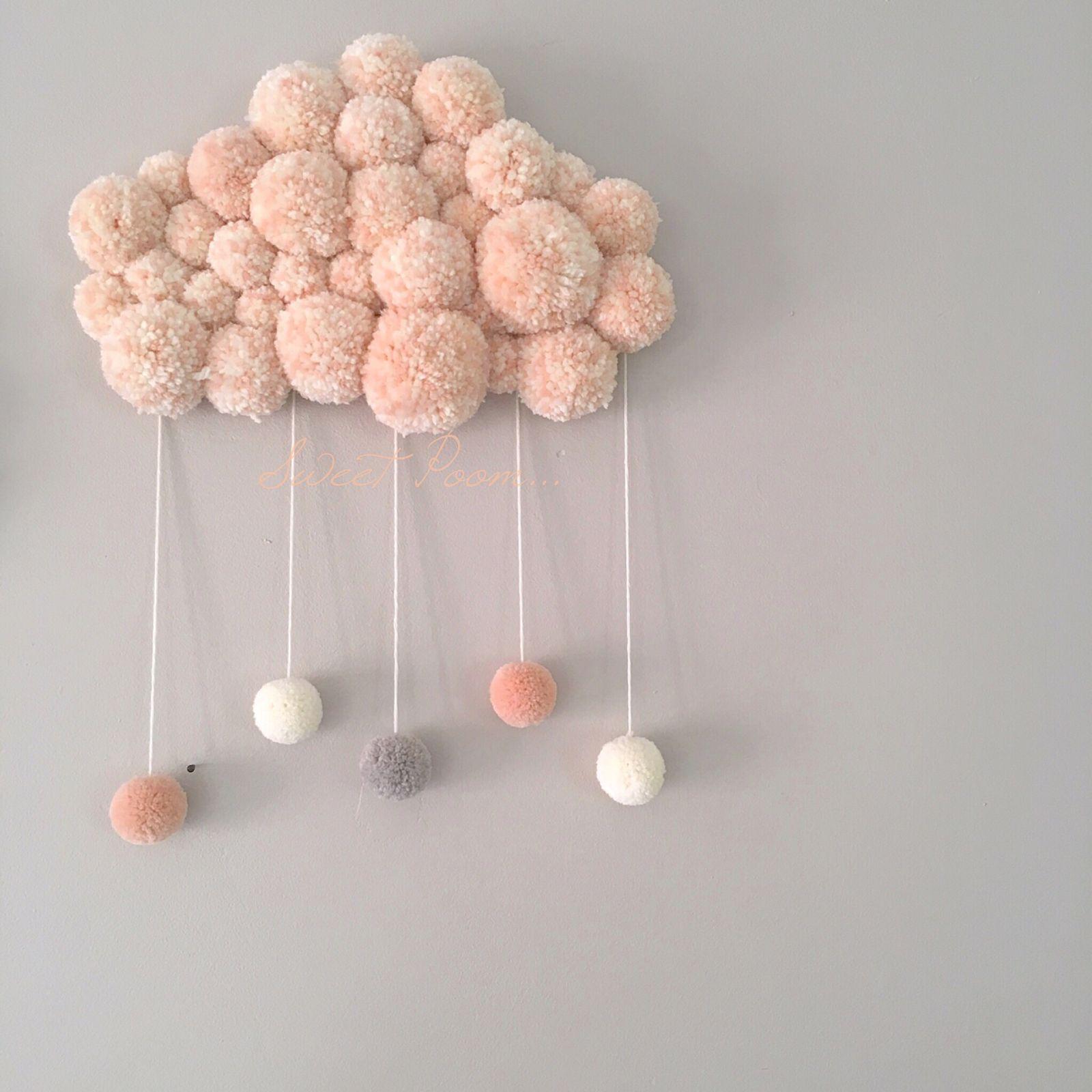 Deco Pompons En Laine produit phare sweet poom, ce nuage est entièrement réalisé à
