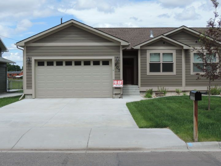 Newer 3 Bdrm 2 Bath Townhouse Billings Mt Rentals Townhouse Built In 2015 Features 3 Bedroom 2 1 4 Baths Grani Townhouse For Rent Renting A House Townhouse