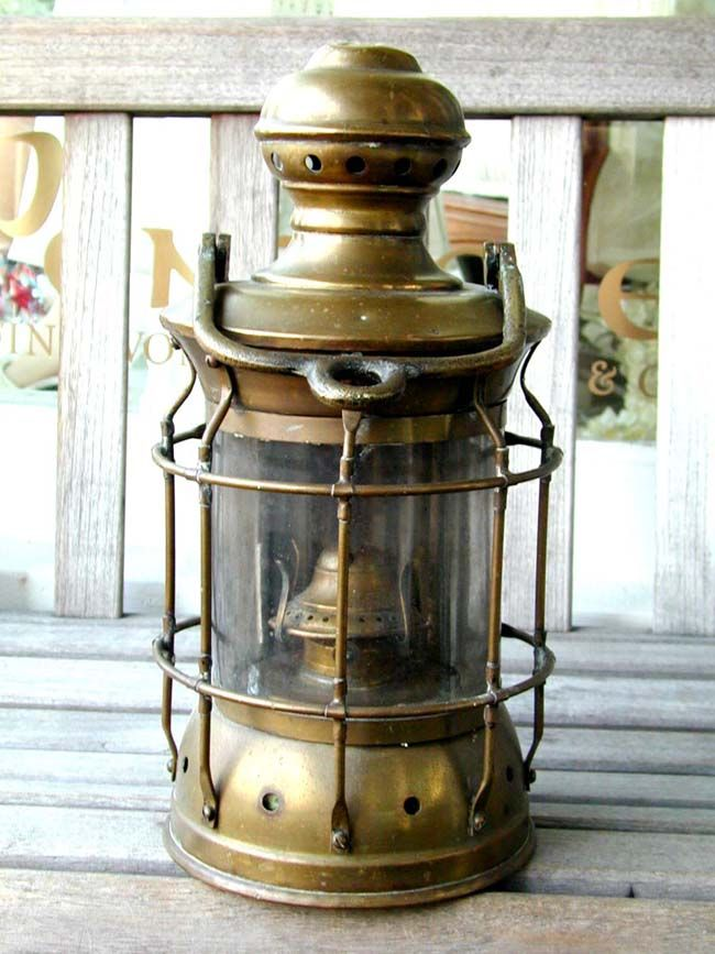 Click To View Larger Image Of A Late 19th Century American Ships Lamp With Mounting Bracket Circa 1890 Old Lanterns Antique Lanterns Vintage Lanterns