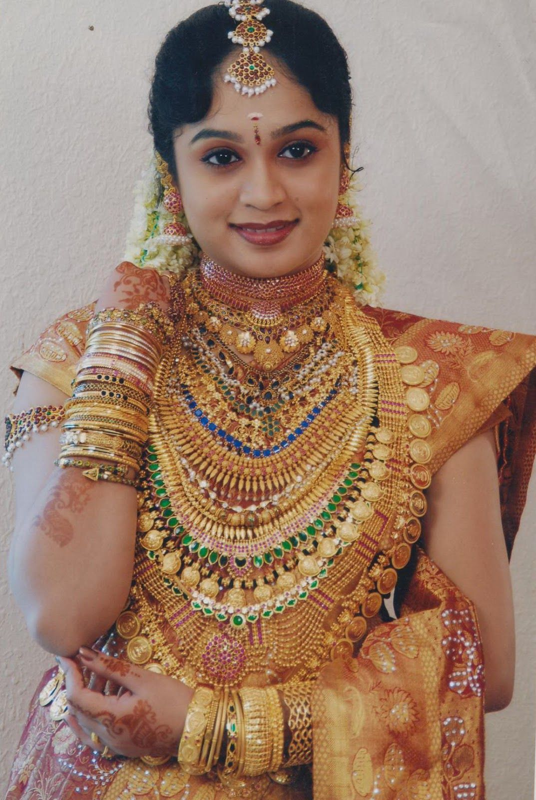 Malayalee Brides with Load of Gold | Craziest Photo Collection ...
