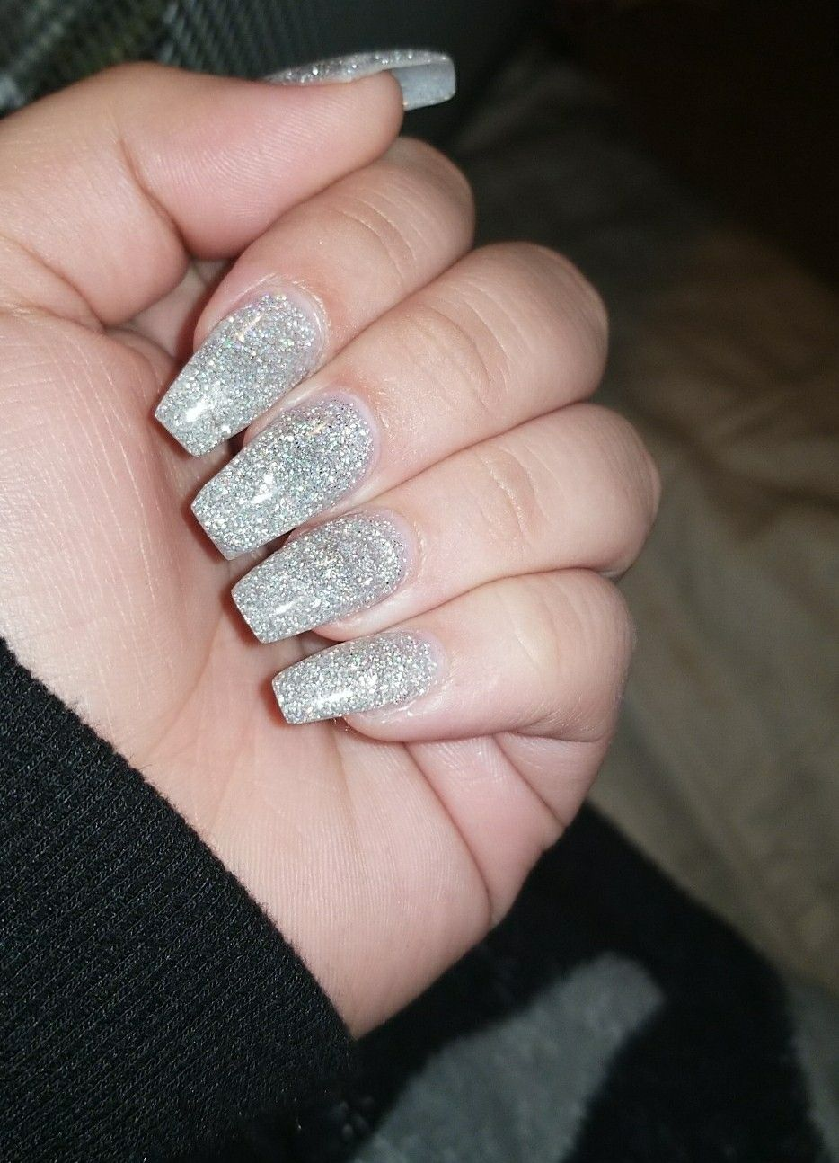 Sparkly Silver Acrylic Nails Prom Nails Silver Silver Acrylic Nails Silver Glitter Nails
