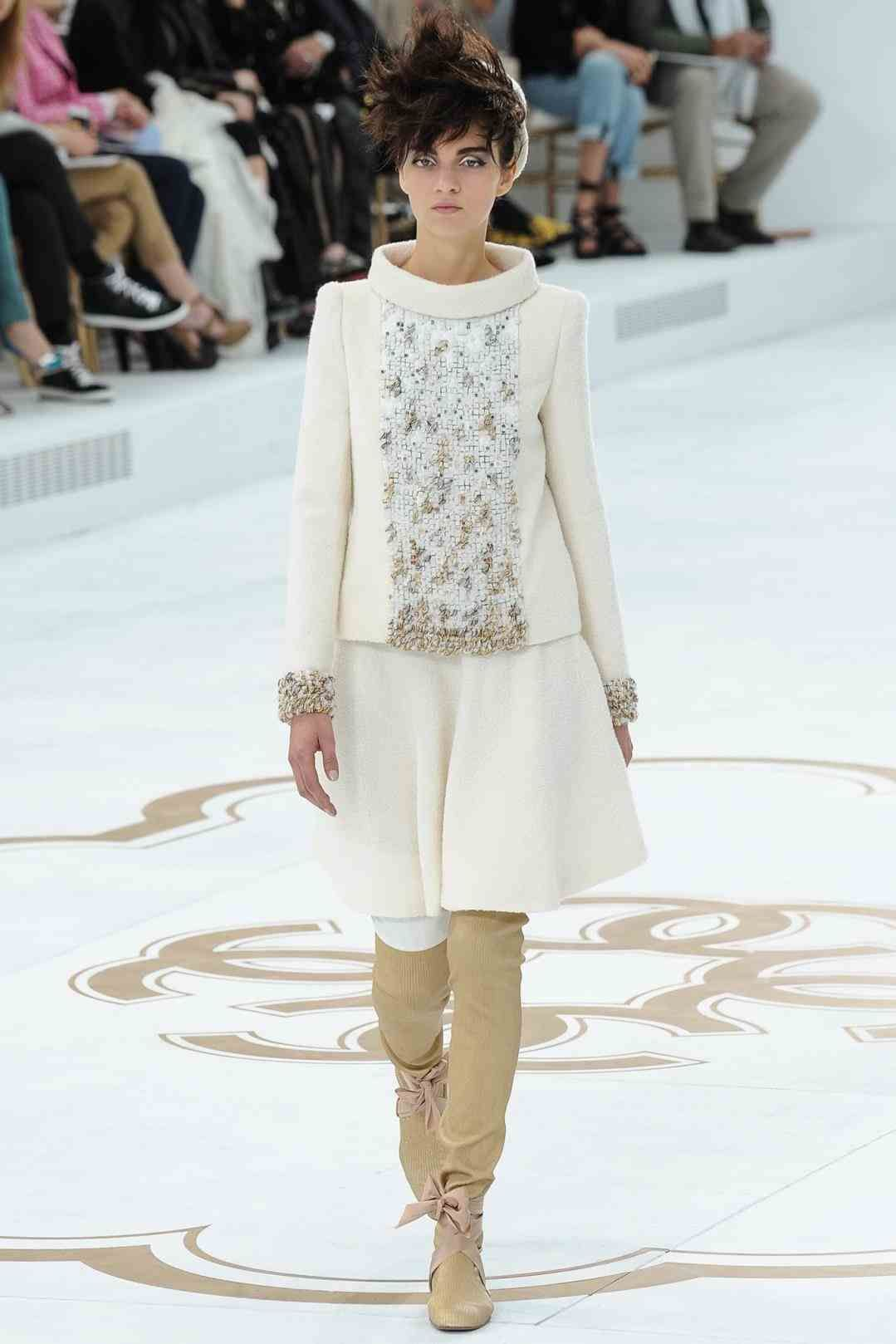 Haute chanel couture fall runway