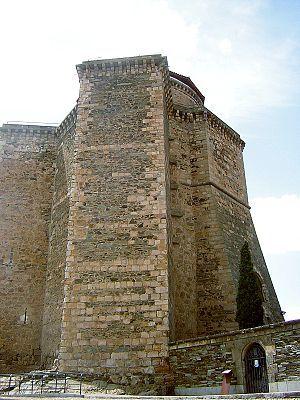Castillo De Los Duques De Alba Castillos Fotos De Castillos Arquitectura Antigua