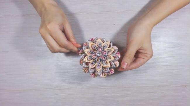 Многослойное украшение канзаши