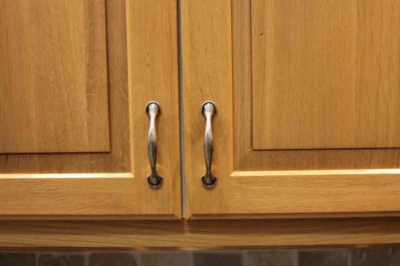 What Natural Oil Will Clean And Shine My Oak Kitchen Cabinets Cleaning Cabinets Kitchen Door Handles Kitchen Cabinet Handles