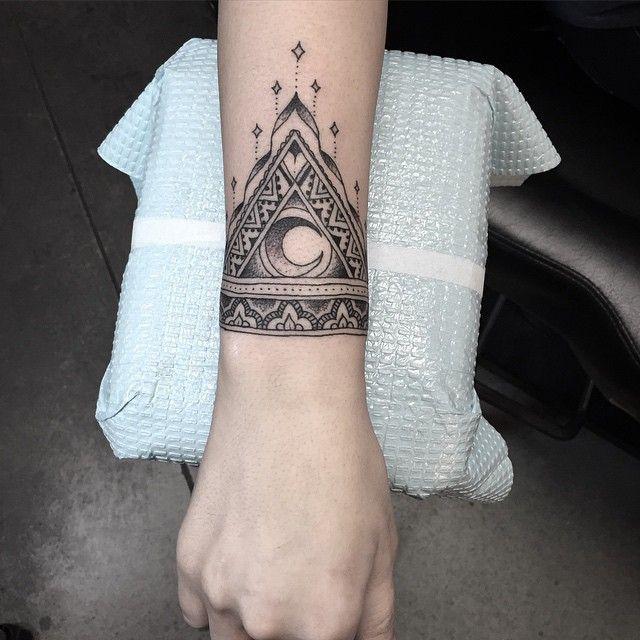 mandala wrist tattoo think ink pinterest wrist tattoo mandala and tattoo. Black Bedroom Furniture Sets. Home Design Ideas