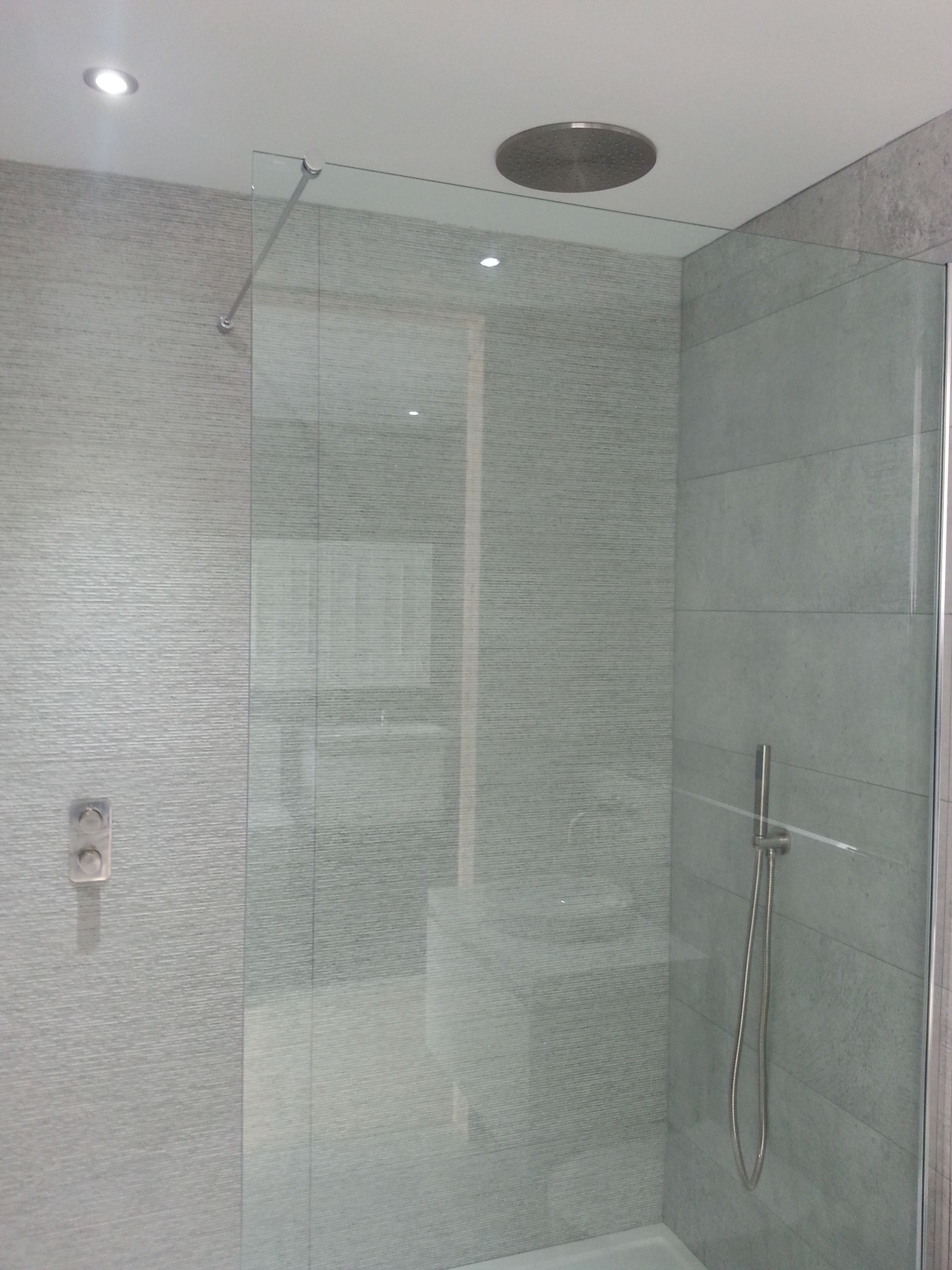 Gorgeous Neutrally Tiled Shower With Vado Tablet Valve Shower Head And Handset Kit In Brushed Nickel Rec Amazing Bathrooms Bathroom Design Luxurious Bedrooms