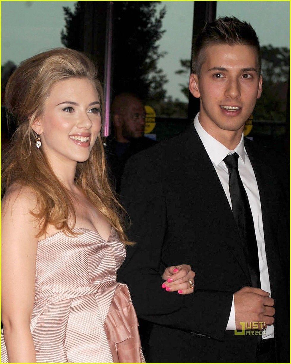 Scarlett Johansson White House Correspondents Dinner With Twin