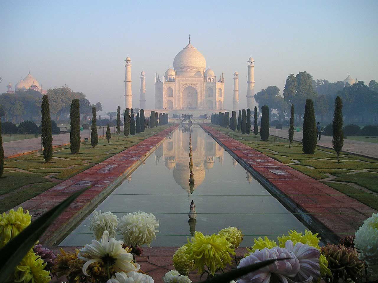 Il Taj Mahal è da sempre considerato una delle bellezze dell'architettura musulmana in India. Tempo di lettura: 4 min.  Taj Mahal, patrimonio dell'umanità dell'UNESCO. Intorno al Taj Mahal sono emerse nel corso degli anni molte interessanti ver