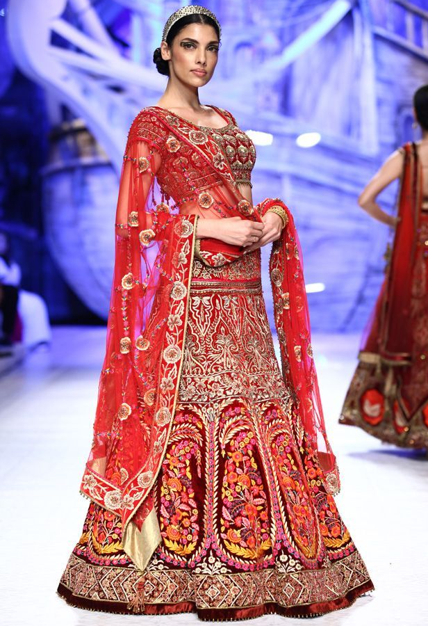 JJ Valaya Aamby Valley India Bridal Week Collection Designs Fashion Shows Lehengas Sarees Pictures And Photos On Bigindianwedding