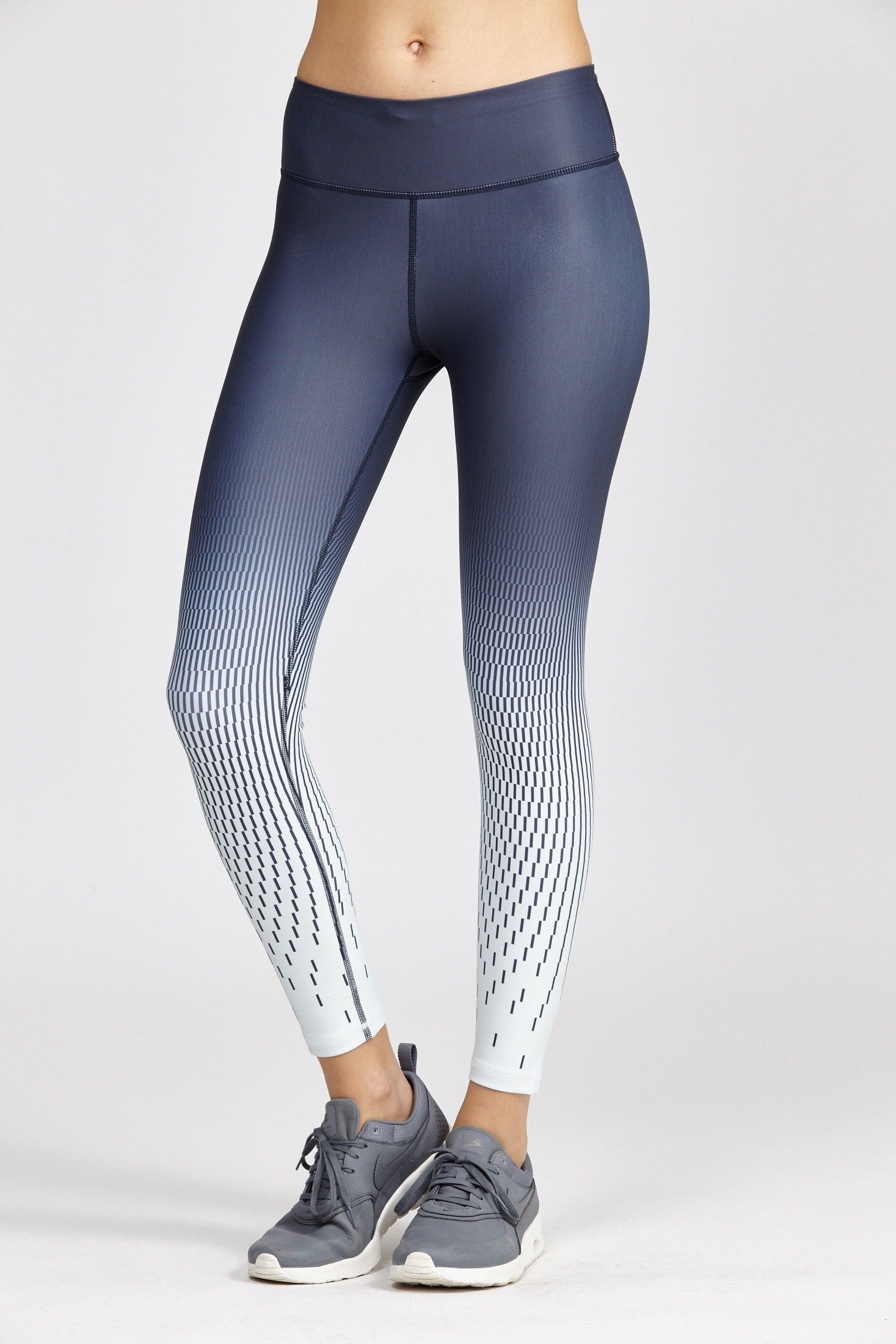 Tessa 7 8 Tight Cute Running Outfit Yoga Fashion Cute Gym Outfits [ 2200 x 1467 Pixel ]