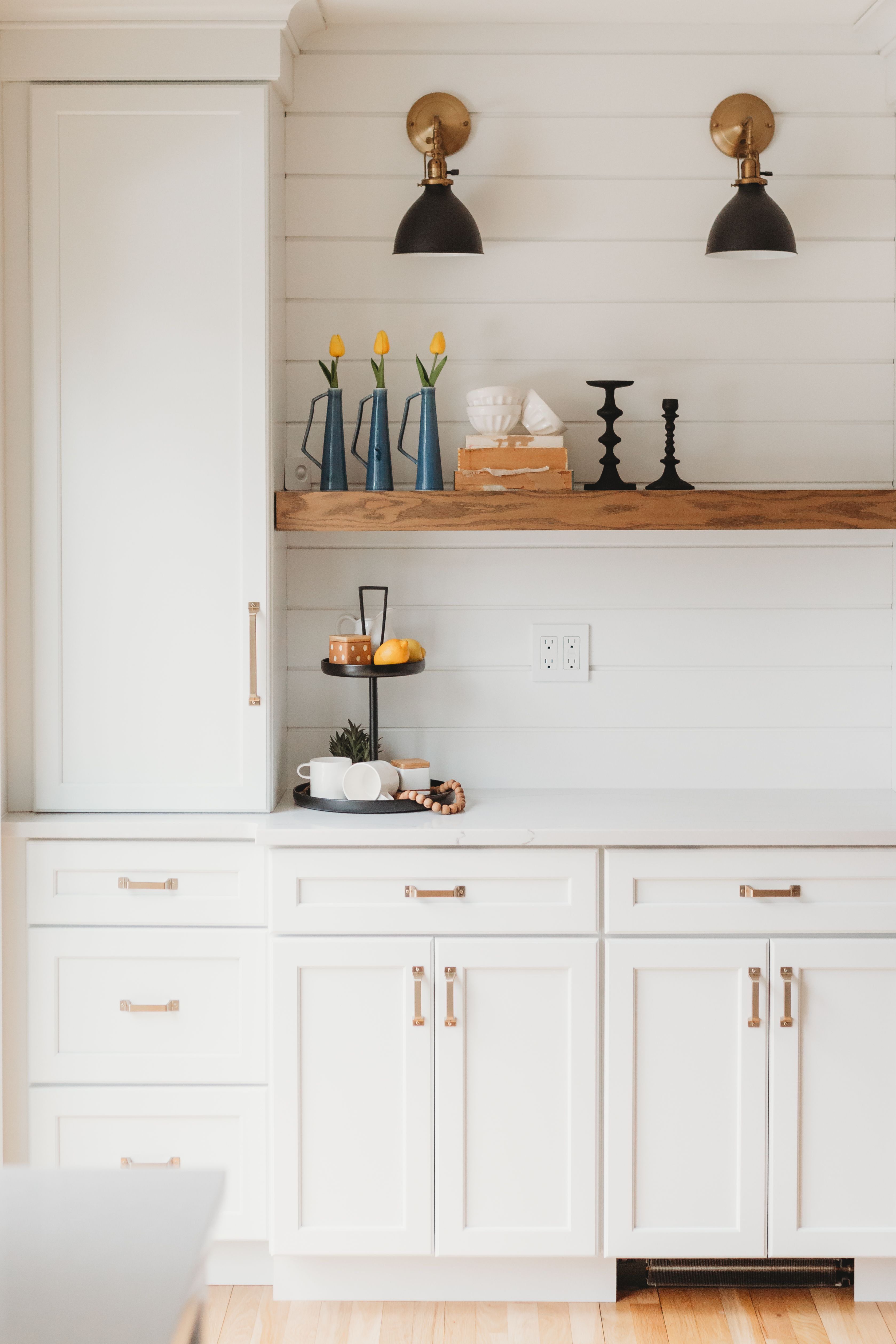 this bright and airy traditional farmhouse kitchen is topped off with gorgeous brass hardware on farmhouse kitchen hardware id=64486