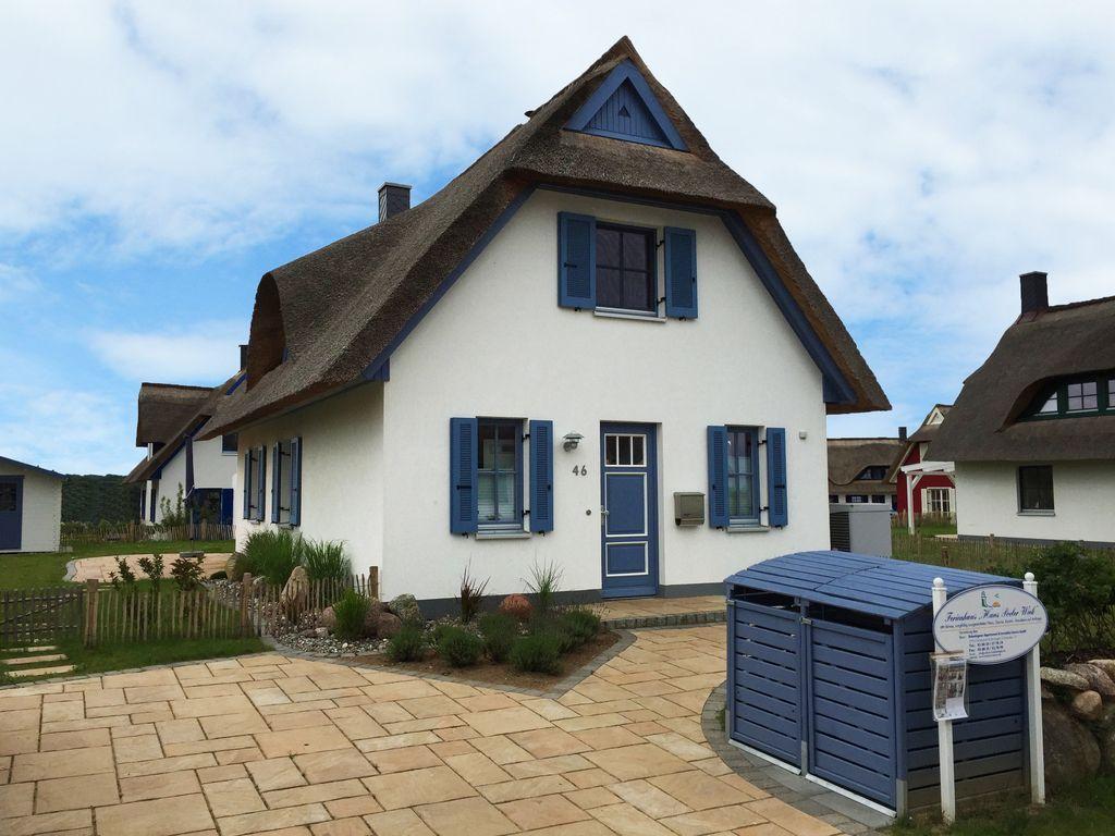 Huus Poeler Wiek Schönes Reetdachhaus nahe Strand und