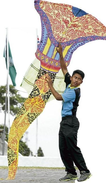 Fans fly in for kite festival - General - New Straits Times