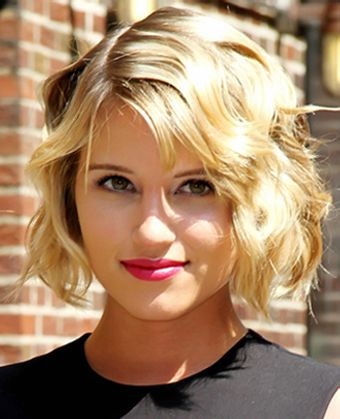 Dianna Agron Short Bob Hairstyles With Bangs Short Wavy Haircuts Wavy Haircuts Wavy Bob Hairstyles