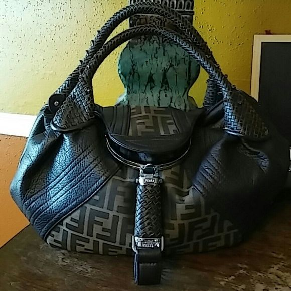 """Spy Bag Pretty brown spy bag with lots of secret pockets. Get the designer look without the price. In excellent condition. Strap drop is 8"""" Bags Satchels"""