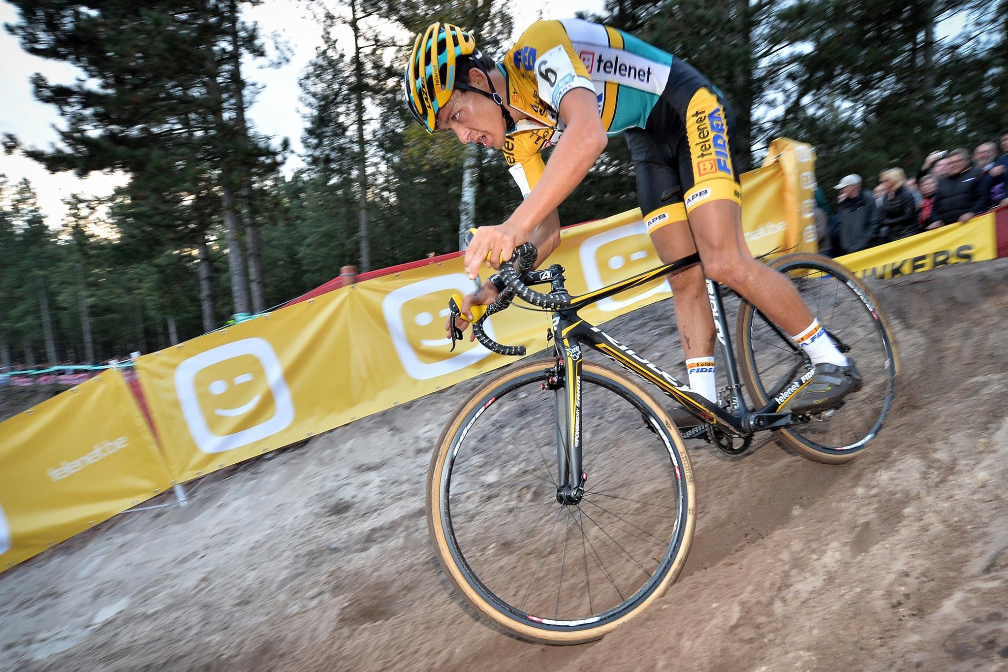 Tom Meeusen reed in Middelkerke een heel knappe en heel explosieve eerste koershelft, dan zakte hij lichtjes terug tot de 5de plaats | Superprestige Middelkerke 14.02.15 pic by Telenet-Fidea Cycling Team