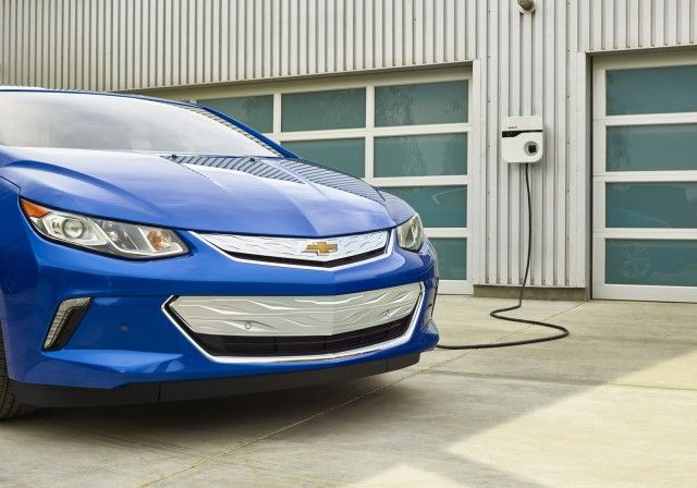 Plug In Electric Car Sales In July Leaf Plummets Volt Holds Final Update Autos Motores Vehiculos