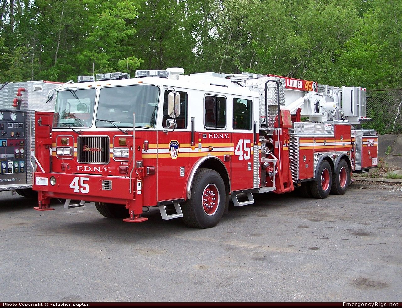 Fire Trucks Responding | ... City Fire Department (F.D.N.Y) Emergency Apparatus Fire Truck Photo