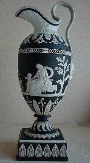 Wedgwood black ewer 18c porcelana pinterest for Vajillas porcelana clasicas