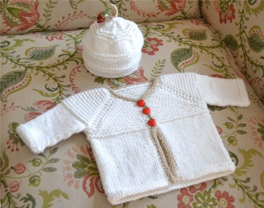 Oh so cute baby sweater, free pattern, hello baby set