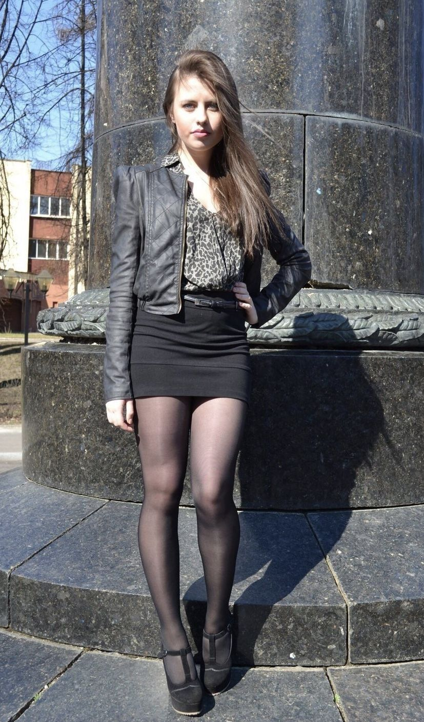 foto-devushek-v-chernih-kolgotkah-i-v-mini-yubkah