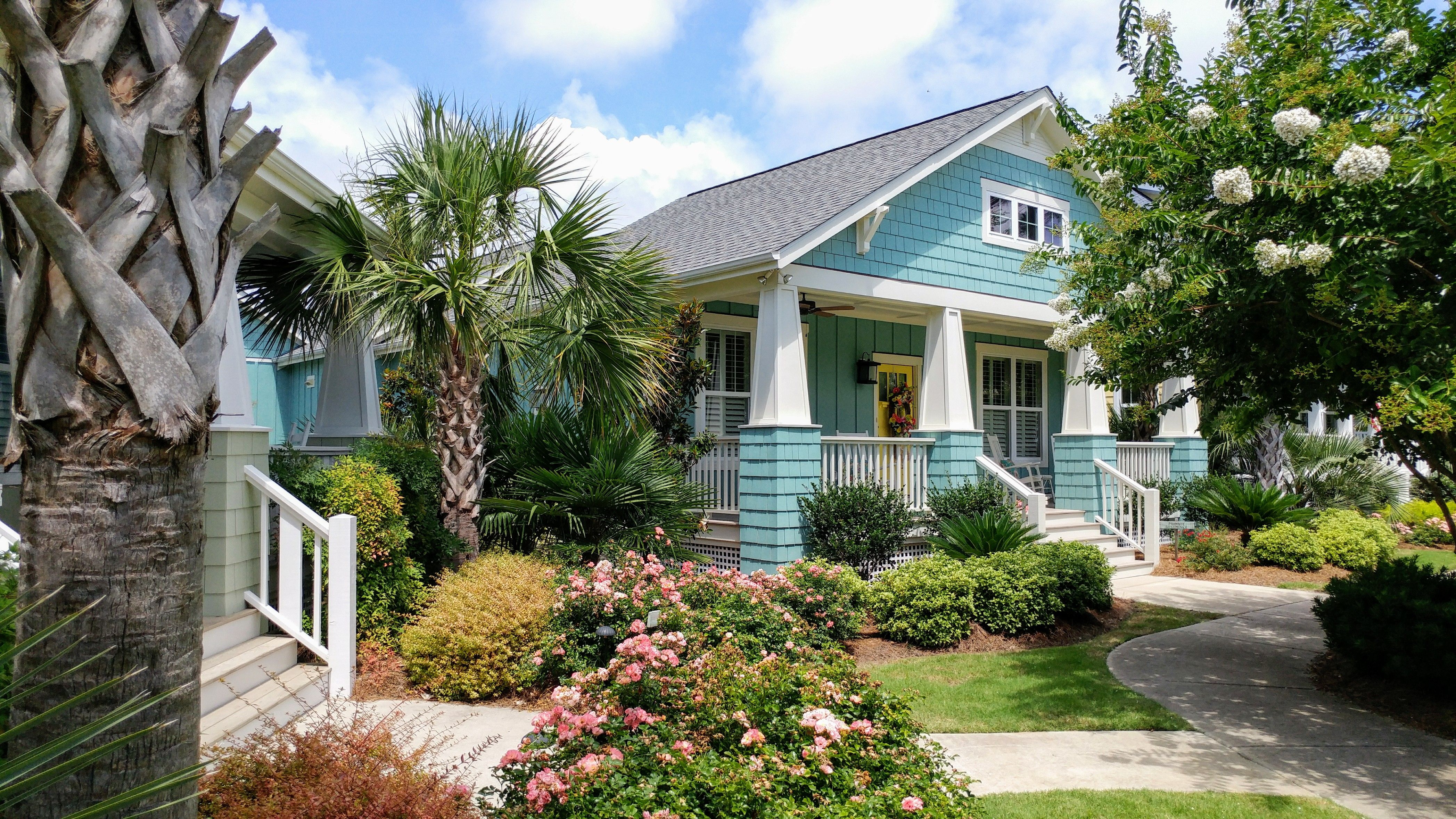 Idyllic Location Dream Cottages Low Taxes Beautiful Weather That S The Cottages At Ocean Isle Be Beach Cottage Style Beach Cottage Exterior French Cottage