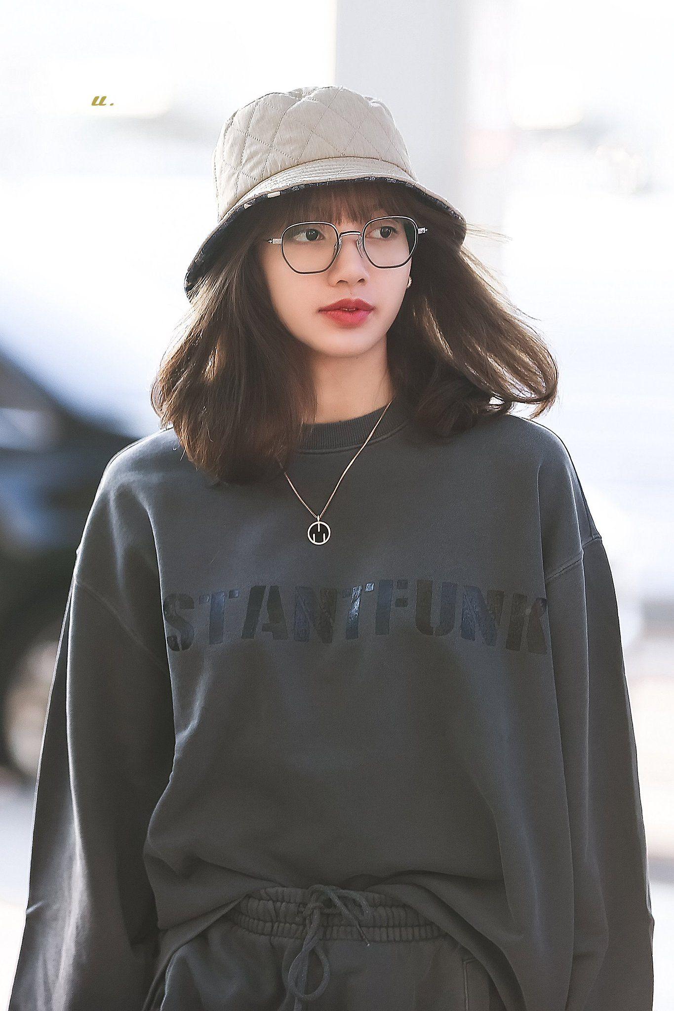 ʟʟ On Twitter Lisa Blackpink Wallpaper Blackpink Fashion Blackpink Lisa