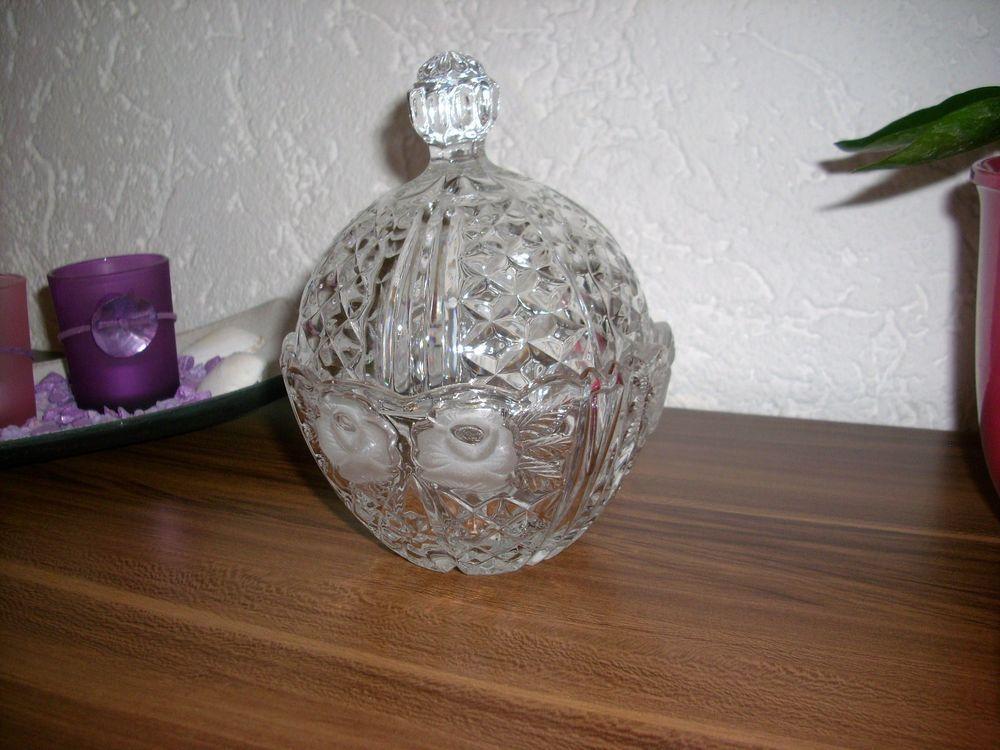 Kristall Bonboniere Geschliffen mit Rosen aus Omas Vitrine