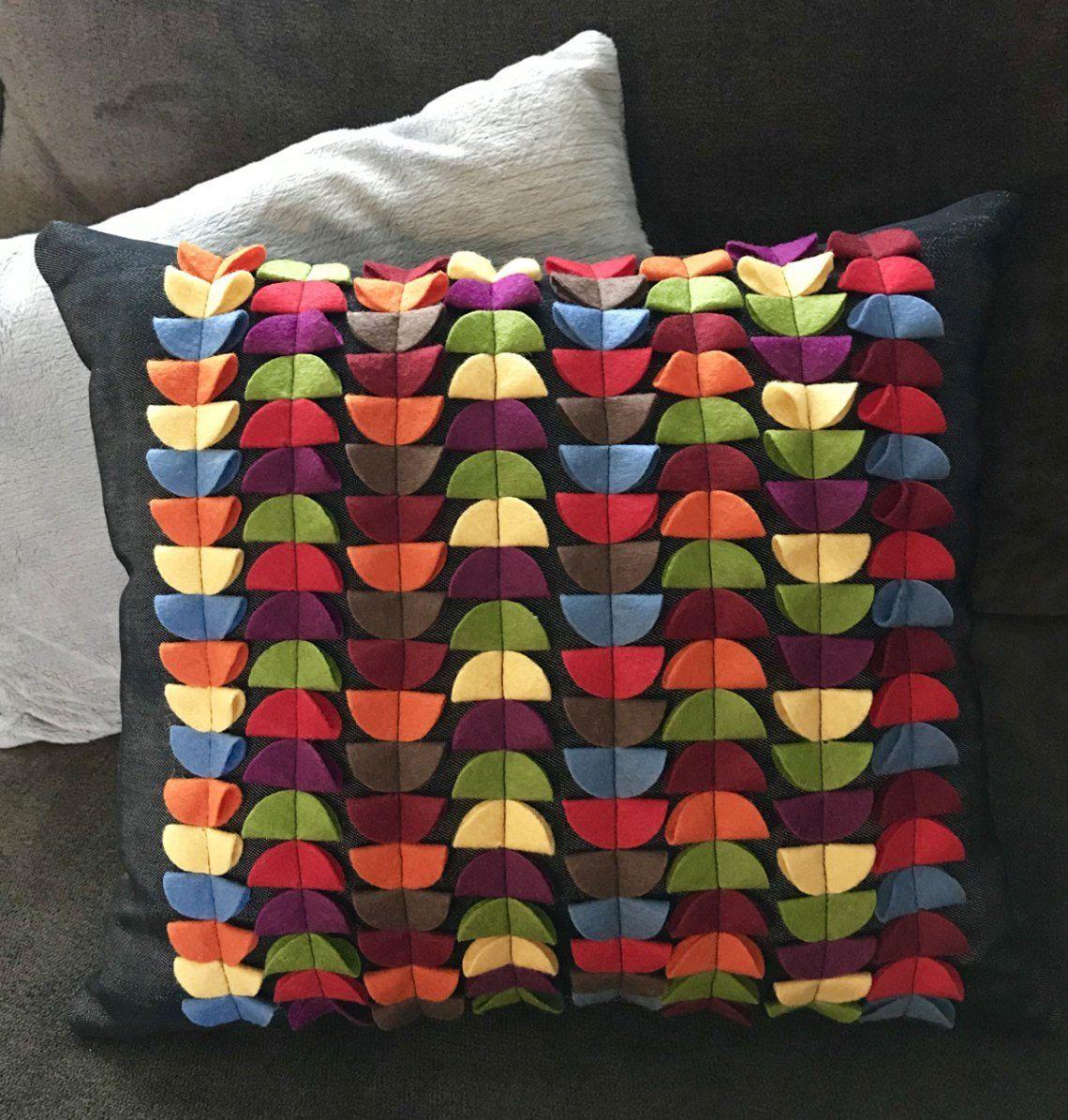 DIY Felt Circle Pillow Tutorial Pillow tutorial
