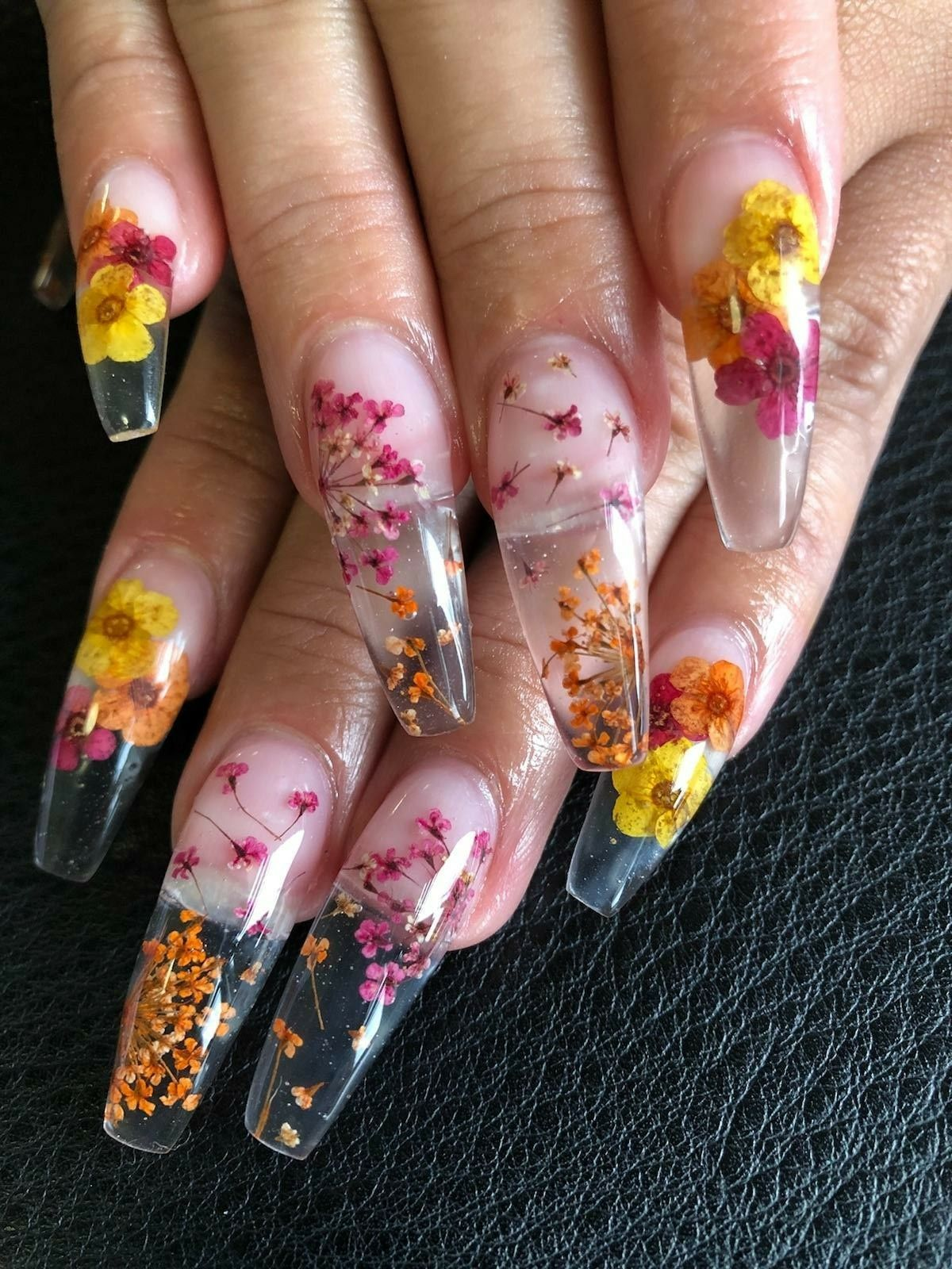 dried flower acrylic nails