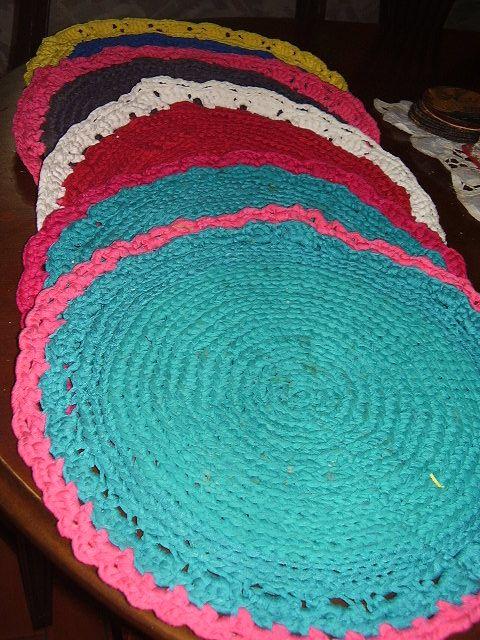 Individuales en crochet tejido con telas.