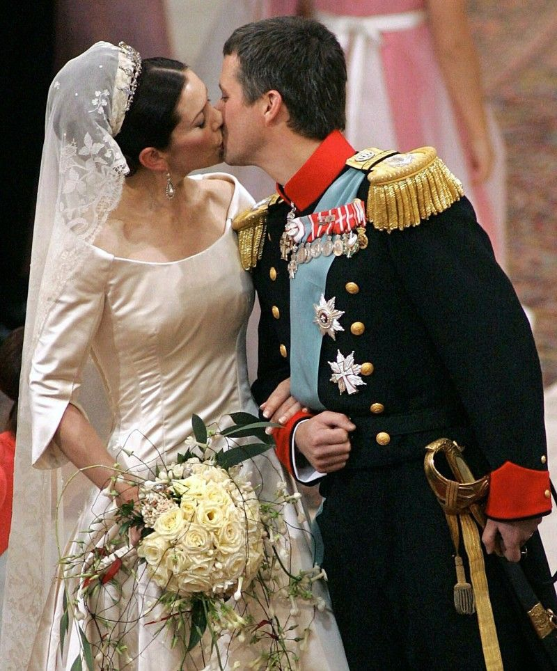 Gallery Royal Wedding Kisses: Danish Royal Wedding 2004: Mary & Frederick Kiss