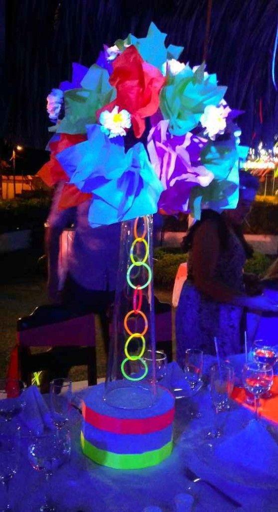 Centros De Mesa Para 15 Anos En Neon 6 Cumpleanos De Neon Fiestas De 15 Neon Fiestas De Cumpleanos De Neon