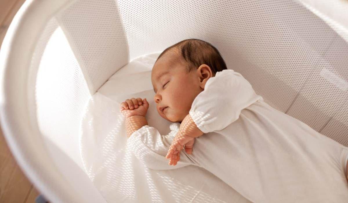 ساعات نوم الطفل حديث الولادة In 2020 New Baby Products Minimalist Baby Registry Baby List