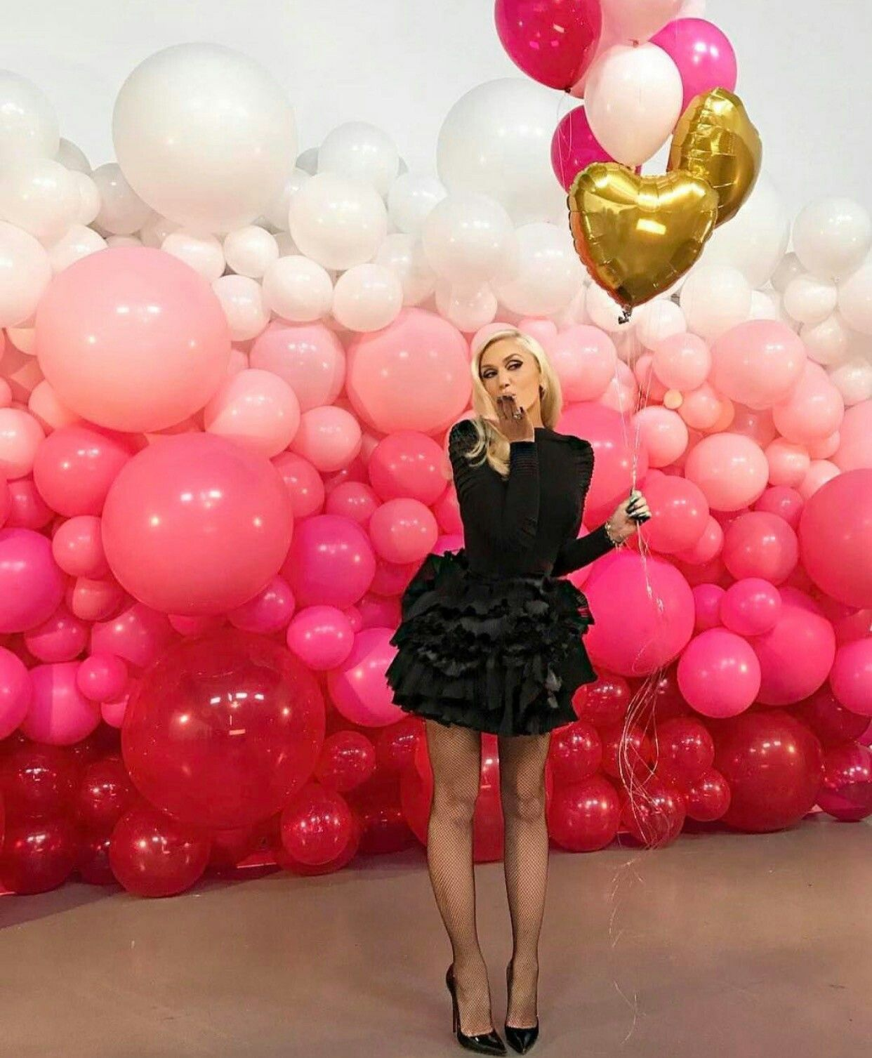 Luftballons fotowand baby shower decorations pinterest for Balloon backdrop decoration