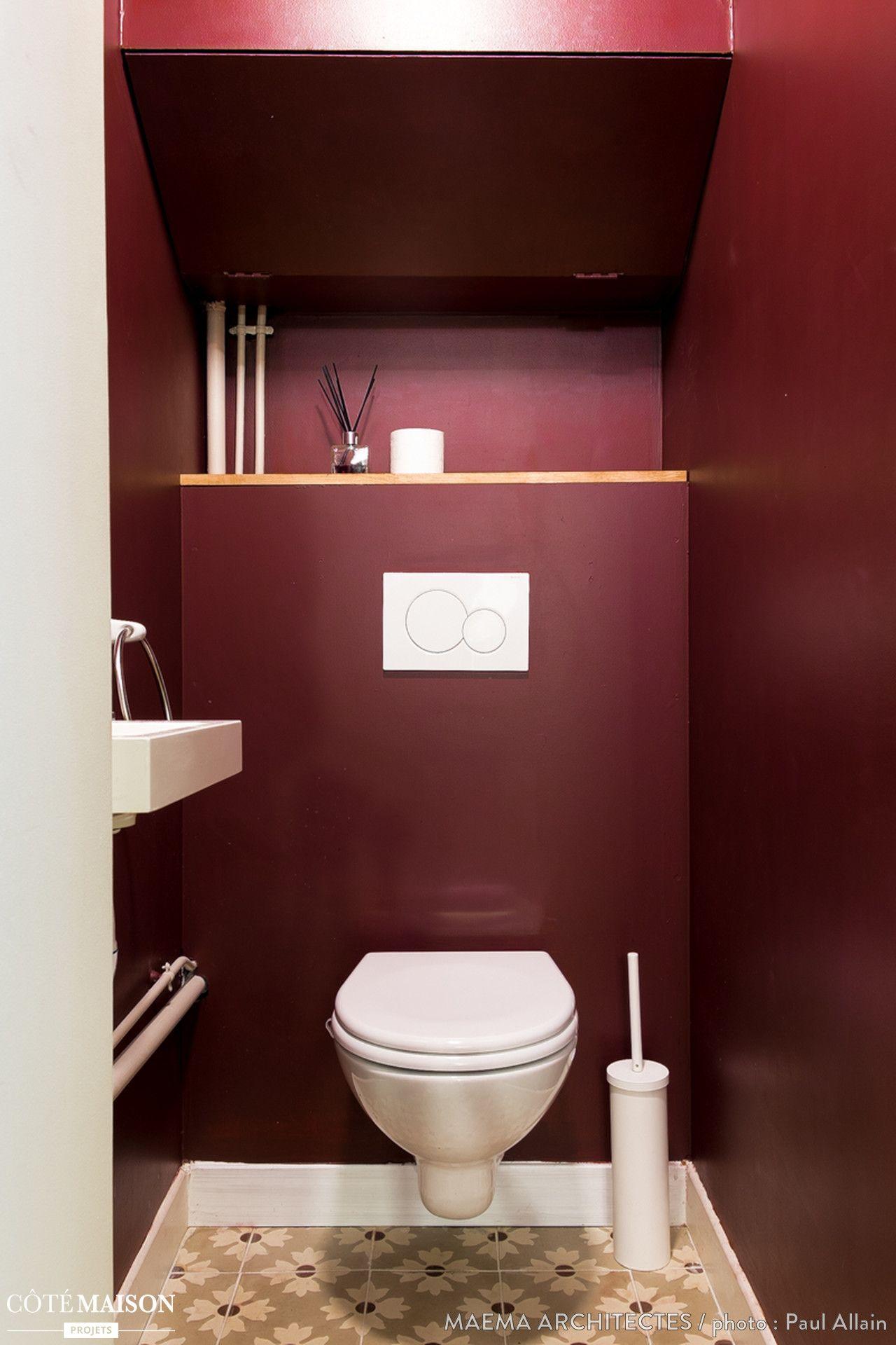 Des toilettes prunes qui ose les carreaux de ciments gris - Comment peindre carrelage salle de bain ...